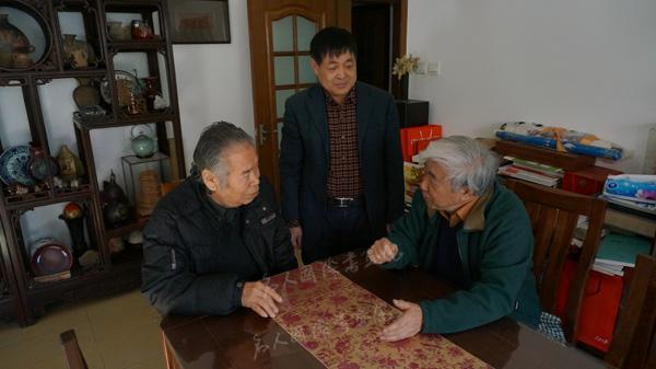 拜访苏叔阳先生(右)
